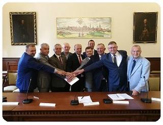 podpisanie umowy mini.jpeg